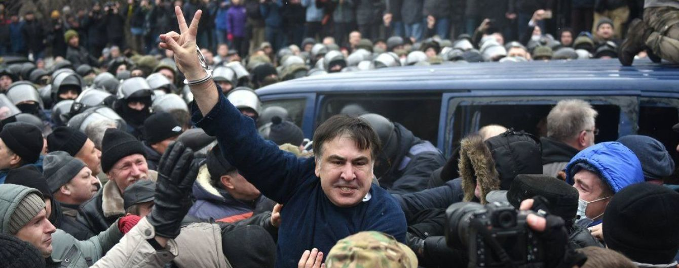 Полиция официально объявила Саакашвили в розыск