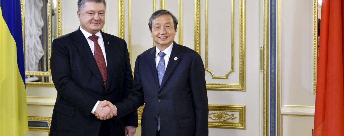 Порошенко пригласил в Украину китайского лидера Си Цзиньпина