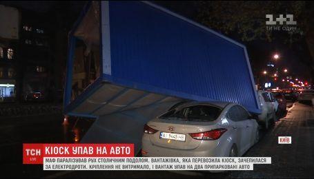 В столице МАФы упали с грузовика и разбили две машины