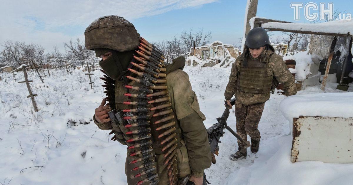 На Луганском направлении террористы из минометов различных калибров вели  огонь по оборонительным укреплениям ... 4aa4369f914
