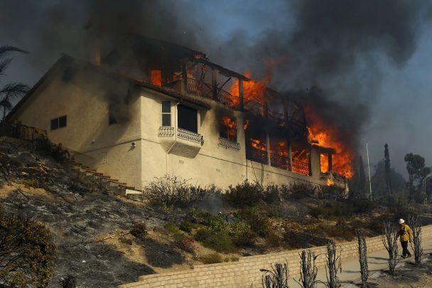 Калифорния в огне: масштабные пожары оставили почти 30 тыс. жителей без крова