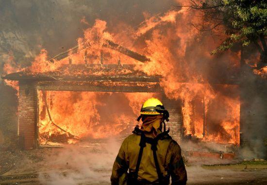 Теперішня пожежа в Каліфорнії може стати найстрашнішою в історії штату
