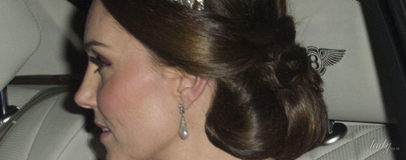 В тиаре королевы Елизаветы II и с новым драгоценным колье: герцогиня Кембриджская на приеме в Букингемском дворце
