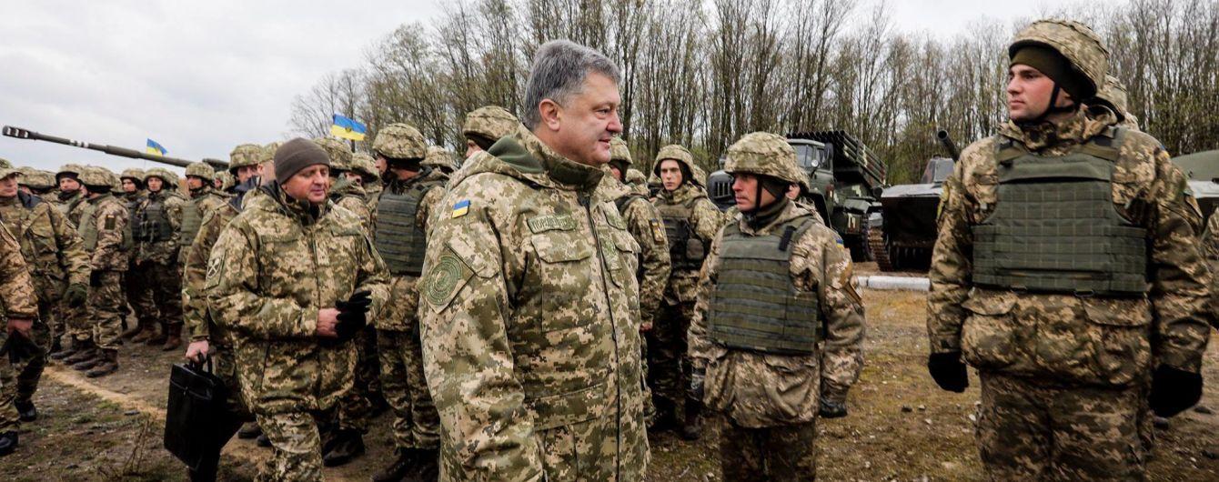 Порошенко привітав військових із Днем Збройних сил України