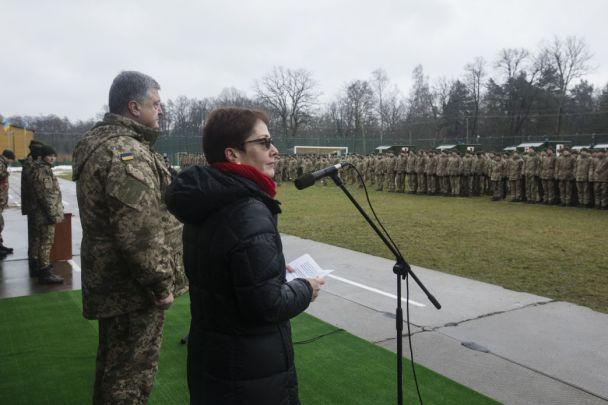 """США передали Украине 40 медицинских """"Хаммеров"""""""