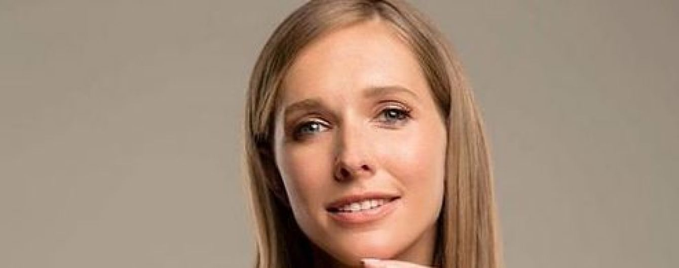 В блестящем наряде и с эффектным макияжем: Катя Осадчая продемонстрировала гламурный образ