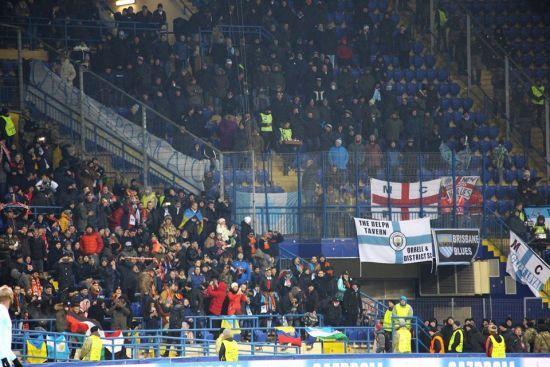 """На матчі """"Шахтар"""" – """"Манчестер Сіті"""" вивісили банер """"Слава героям АТО from Man City"""""""