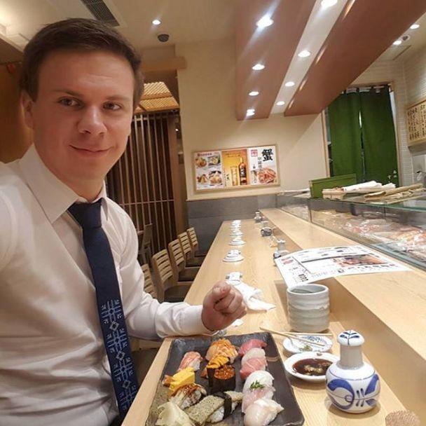 """Телеведущий """"1+1"""" Дмитрий Комаров рассказал, какие блюда любит и что ему дарят поклонники"""