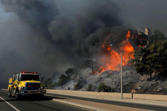 Пекельна пожежа у Каліфорнії знищила виноробню мільйонера Руперта Мердока