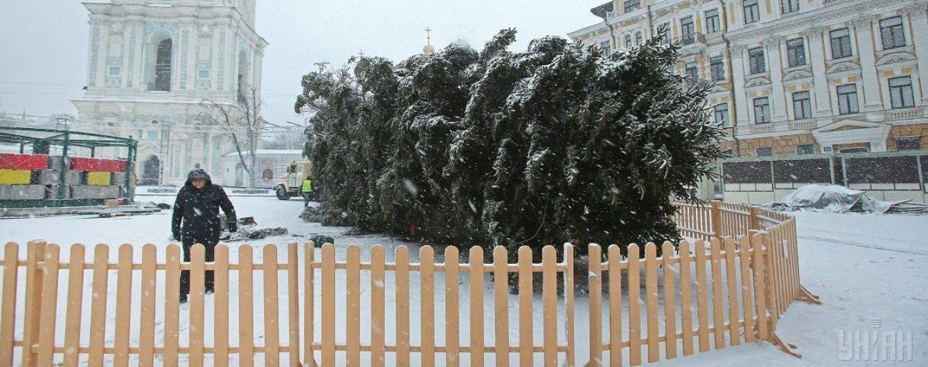 Встигнути до свята. Декорувати головну новорічну ялинку України будуть 800 людей