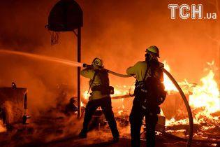 Ад пожаров в Калифорнии: сгорело больше сотни домов, эвакуировали 200 тысяч человек