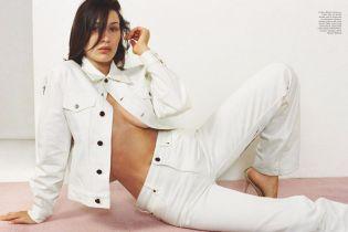 Топлес и почти без макияжа: Белла Хадид в новой глянцевой фотосессии