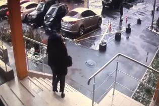 В Киеве мужчина среди бела дня похитил бывшую девушку и пытался вывезти в другой город