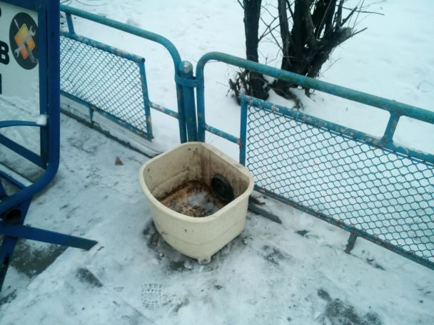 В российском городе вместо урн на улицах установили стиральные машины