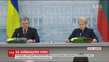 Президент Литви відреагувала на події щодо НАБУ в Україні під час зустрічі з Порошенко