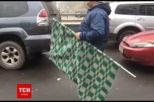 """""""Автомайдан"""" вирушив до Луценка з картатою ковдрою"""
