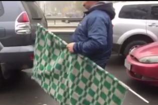 """""""Автомайдан"""" їде до Луценка, щоб вивісити перед його будинком картату ковдру"""