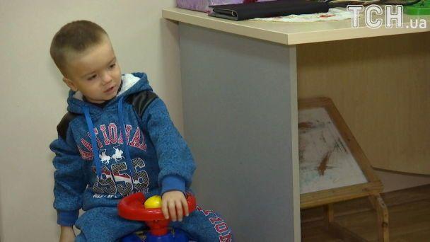 Допомоги потребує маленький Денис, хворий на страшну та рідкісну недугу