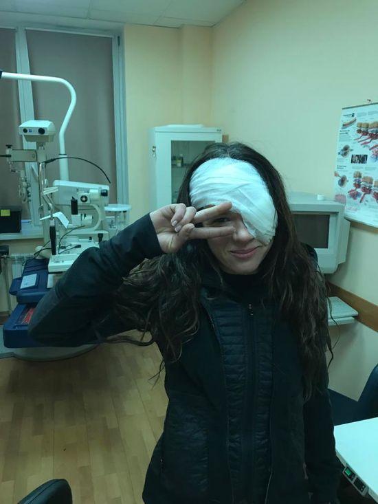 Руслана показала фото з перебинтованим оком