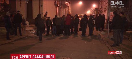 """Мітингувальники під СІЗО готові """"лягти кістьми"""", аби Саакашвілі не доїхав до суду"""