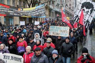 """Активісти """"Маршу за імпічмент"""" після мітингу на Майдані вирушили в СІЗО для підтримки Саакашвілі"""