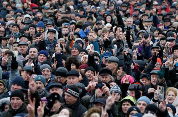 """""""Свободу Саакашвілі"""" та """"Баригу на нари"""": у Києві пройшов марш """"За імпічмент президента"""""""