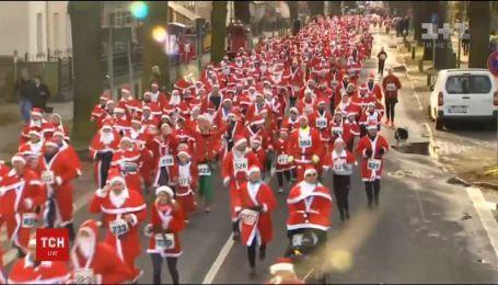 Десять тысяч Санта-Клаусов пробежались центром Мадрида