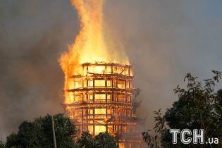У Китаї згоріла одна з найвищих у світі буддистських споруд