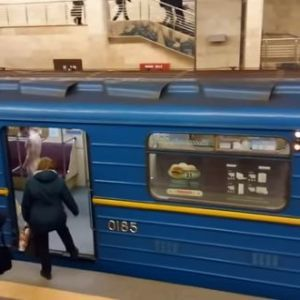 Голый мужчина в киевском метро ворвался в кабину машиниста