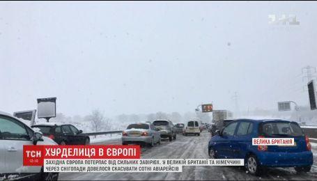 Великобританию и Германию парализовали сильные снегопады и метели