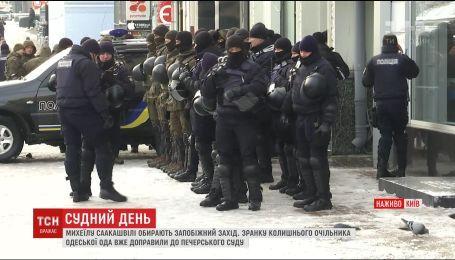 В Печерском суде под усиленной охраной начали избирать меру пресечения Саакашвили