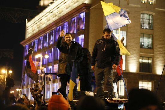 """""""Ляпас Порошенку і Луценку"""": як політики відреагували на рішення суду відпустити Саакашвілі"""