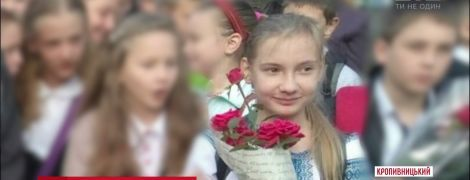 У Кропивницькому зникла дівчинка: мама випхала дитину до школи, та додому не повернулася