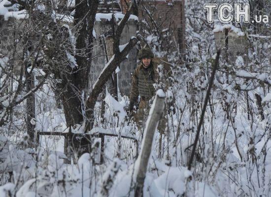 Біля Луганського терористи випустили 100 мін по українських бійцях. Доба в зоні АТО
