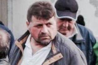 Окупанти зранку ввірвалися з обшуком до кримськотатарського активіста, затримали його сина