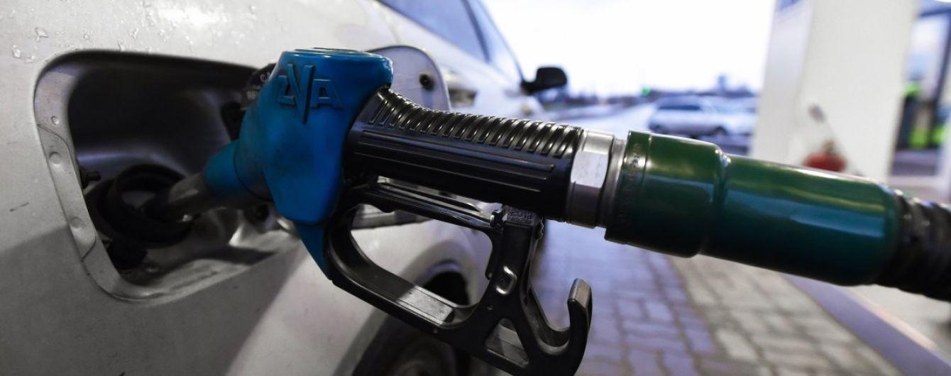 Скільки коштує заправити авто на АЗС. Середні ціни на 11 січня