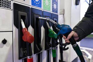 Сколько стоит заправить авто на АЗС утром 23 марта
