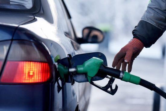 Скільки коштує заправити авто на АЗС вранці 12 березня