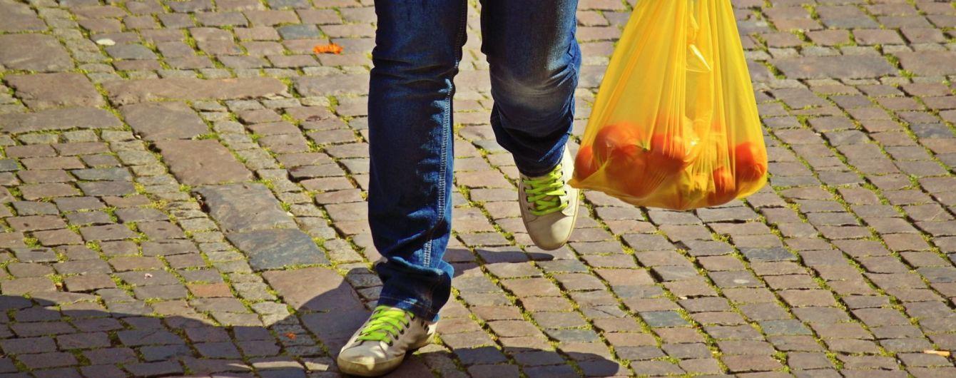 В Киеве готовятся к запрету полиэтиленовых пакетов в магазинах: чем заменить отравляющую упаковку