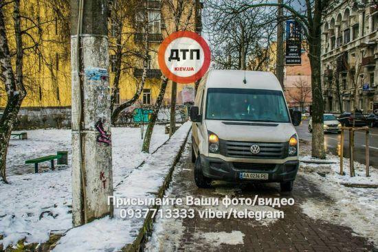 У Києві школяр послизнувся та впав під колеса мікроавтобуса