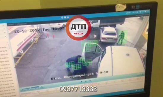 У Києві на заправці невідомі побили водія та втекли