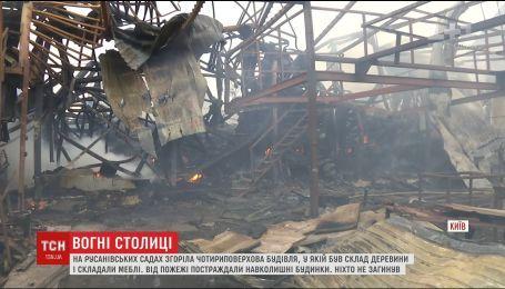 В Киеве произошел масштабный пожар в 4-этажном доме
