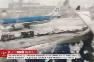 Отмененные рейсы и хаос на дорогах: Европа страдает от мощных снегопадов