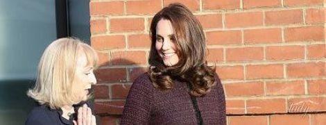 Беременная герцогиня Кембриджская надела на рождественскую вечеринку старое пальто