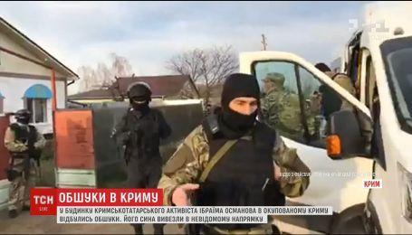 У Криму після обшуку люди у камуфляжі вивезли у невідомому напрямі сина Ібраїма Османова