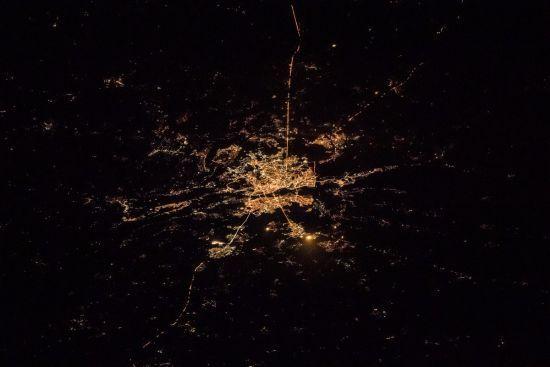 Астронавт показав фото з космосу, як нічний Київ сяє тисячами вогнів