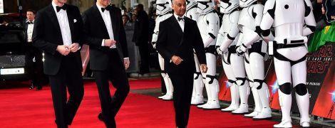 """Принцы Гарри и Уильям посетили премьеру фильма """"Звездные войны"""", в котором сыграли эпизодические роли"""