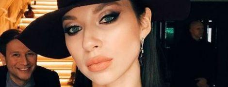В бюстгальтере и брюках: Полина Логунова похвасталась стройной фигурой