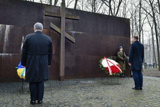Порошенко и Дуда почтили память жертв тоталитаризма
