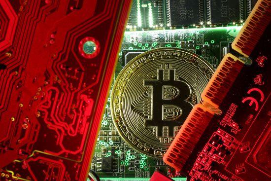 """У Білорусі на державному рівні підтримали криптовалюту та """"майнінг"""""""